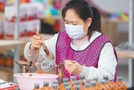 湖南邵阳怒容:扶贫车间生产忙